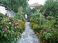 Градината в църква Св. св. Теодор Тирон и Теодор Стратилат 02.jpg