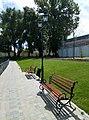 Міський сад (Кременчук) - 05 - Лавки та ліхтар.jpg