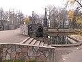Памятник Героям 1812 года с другого берега пруда.JPG