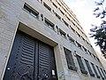 בניין בנק לאומי מנקודת מבט נמוכה.JPG
