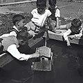 גבעת חיים - תלמידי בית הספר במשחקם - משיטים סירה בבריכת מים-JNF013452.jpeg