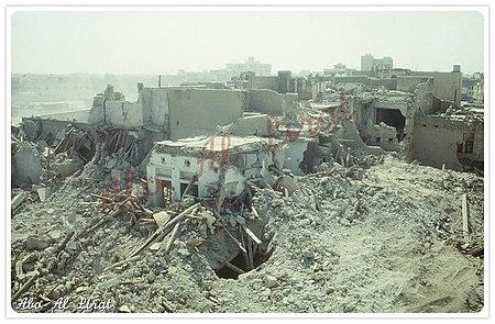 منظر جوّي لمنازل قلعة القطيف بعد هدمها.
