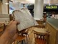 休憩中。食パンの試食品が配られた! (27252192211).jpg