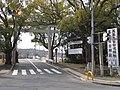 国道170号 桜井交差点にて 美具久留御魂神社の鳥居 2013.2.11 - panoramio.jpg