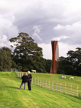 Crossing (Vertical) (2006) in het Yorkshire Sculpture Park
