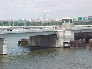 Interstate 395 (Virginia–District of Columbia) - The Arland D. Williams Jr. Memorial Bridge as seen from a Yellow Line train on the nearby Washington Metro bridge