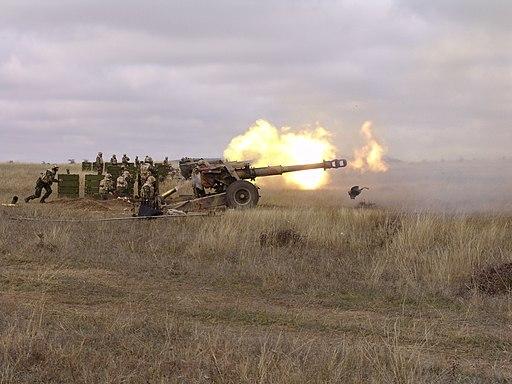 152 mm howitzer M81 firing