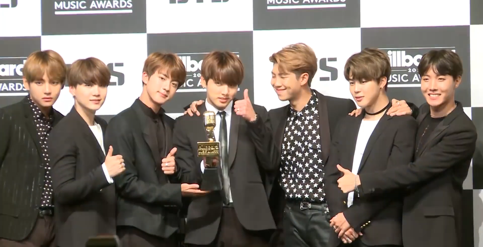 170529 BTS at a press conference for the BBMAs (3)