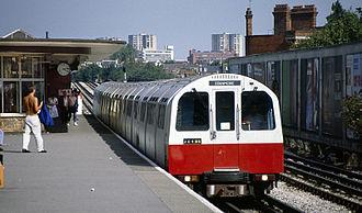 London Underground 1983 Stock - Image: 1983 Stock at Kilburn tube station in 1988