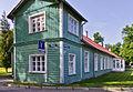 23585 Kalevivabriku Pikk maja Kärdlas Vabrikuväljak 8 nurgavaade.jpg