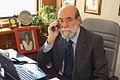 30-07-2009 Diputado Enrique Accorsi Opazo en su oficina, sentado tras escritorio, hablando por teléfono móvil.JPG