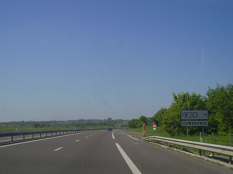 Announcement of exit 12.1 towards Clermont-Ferrand in A71 autoroute. Picture was taken on May 23, 2010, contrary to metadata. Approximate elevation: 522 m / 1,713 ft.