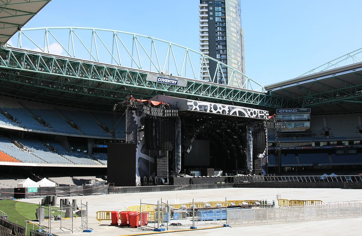 File:ACDC stage day before third melbourne concert etihad stadium 14th  feb.JPG - Wikimedia Commons