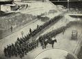 A GNR forma guarda de honra à passagem do automóvel do Presidente da República, que embarcou na Estação do Rossio para o Porto, a 4 de Fevereiro de 1924 - Ilustração Portugueza (09Fev1924).png