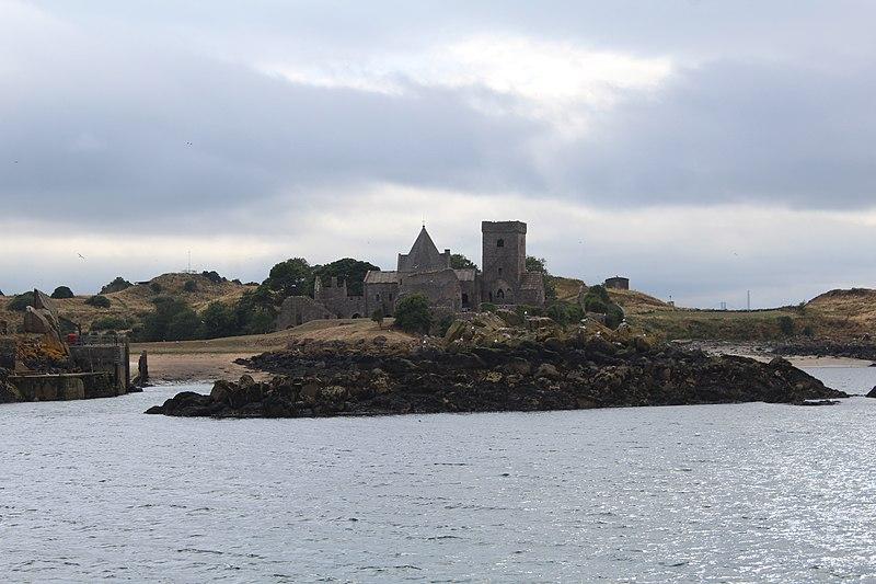 File:Abbaye Inchcolm Fife 4.jpg