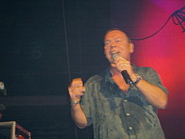 Ali Campbell met UB40 in 2004