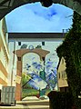 """Alzey - Hinterhofmalerei in auf einer Hauswand in Alzey – """"Das Tor zur Welt"""" - panoramio.jpg"""