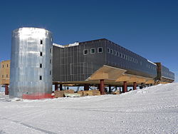 Amundsen-Scott South Pole Station (left side).jpg