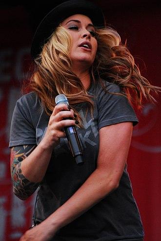 Anouk (singer) - Anouk at Festival Mundial in 2008