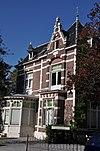 foto van Vrijstaande villa in een sterk door de neo-renaissance beïnvloede overgangsarchitectuur