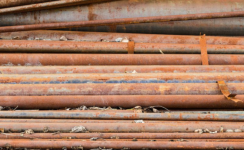 File:Assortment of rusty pipes 1.jpg