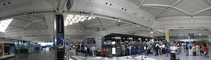 Atatuerk airport Istanbul 2007 pano.jpg