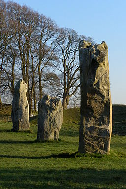 Avebury henge great circle stones 7 8 9.jpg