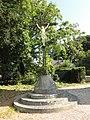 Bénarville (Seine-Mar.) croix de cimetière.jpg
