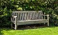 Bank in Engelse tuin. Locatie, Tuinen Mien Ruys.jpg