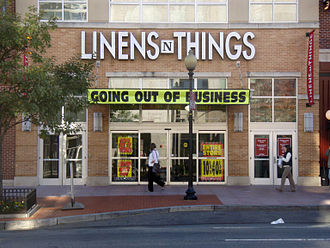"Linens 'n Things - A Linens 'n Things store (with newer logo) in Washington, D.C. notifying customers ""Going out of Business"""