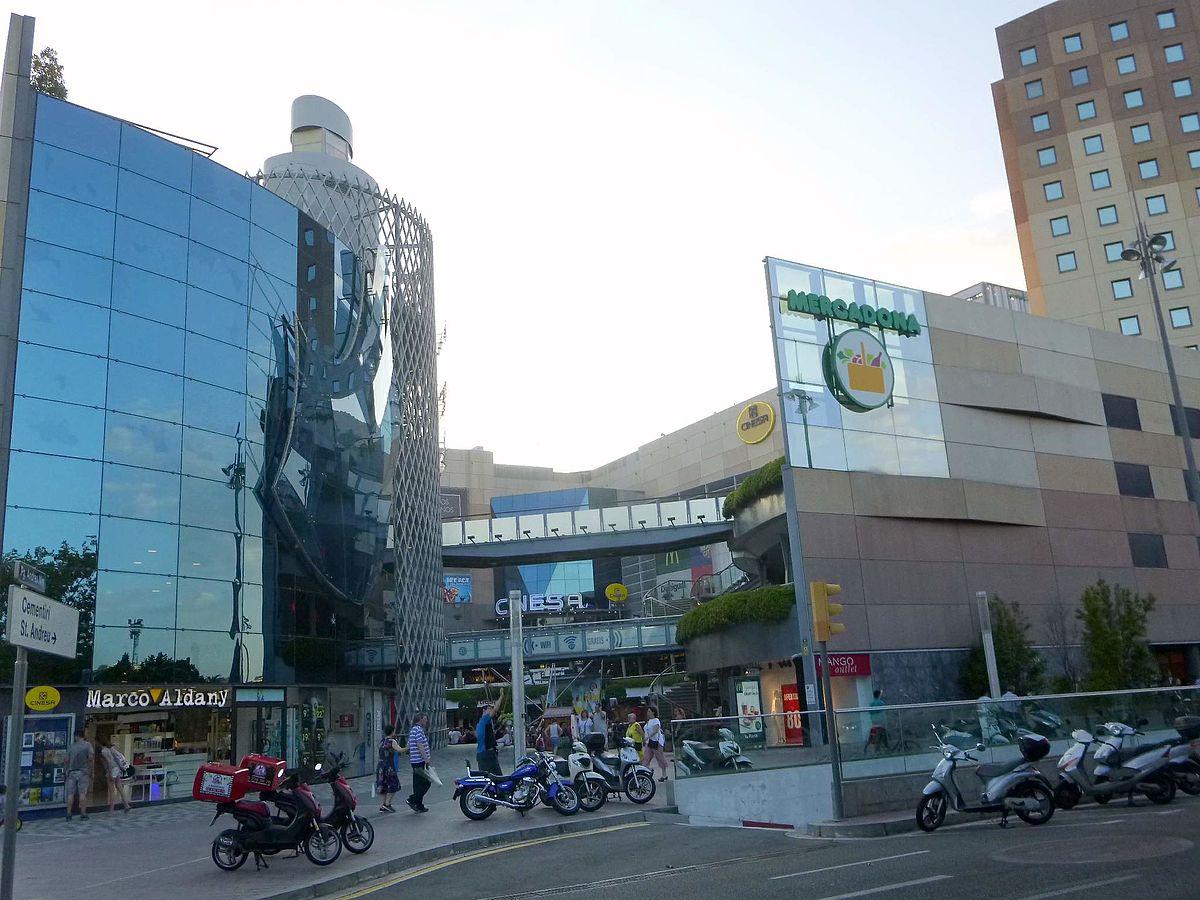 En un centro comercial - 1 1