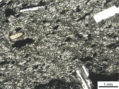 Basalto tholeitico nicol incrociati