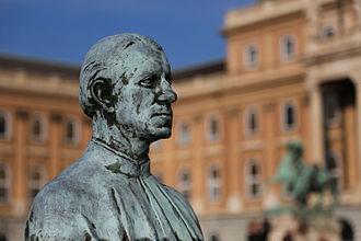 Antonio Bonfini - Statue of Bonfinivs in Budapest