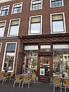 foto van Gebouw met lijstgevel, twee panden. Rechts neo-renaissance winkelpui
