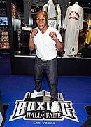 BoxingHallOfFame 7 MikeTysonPosingAtTheBoxingHallOfFame.jpg