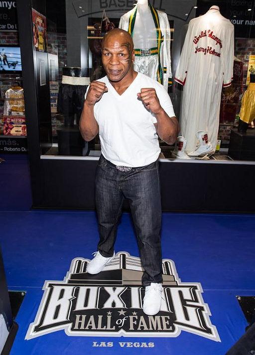 BoxingHallOfFame 7 MikeTysonPosingAtTheBoxingHallOfFame