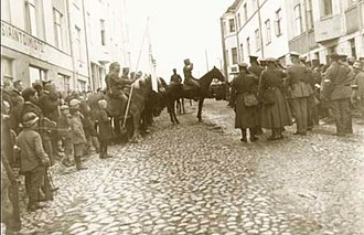 Battle of Lahti - Colonel von Brandenstein and major Kalm greeting each other in the main street