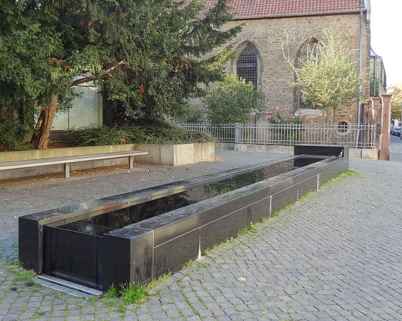 Die Liste der Brunnen in Braunschweig 800px-Brunnen-Schuetzenstrasse_BS-Img01