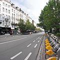 Bruxelles, Boul. Anspach, vélos et autobus (terminus) près de la pl. Fontainas - panoramio.jpg