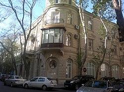 Building on 6 Tarlan Aliyarbayov Street.jpg