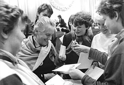Bundesarchiv Bild 183-1987-0306-113, Berlin, XII. DFD-Kongress