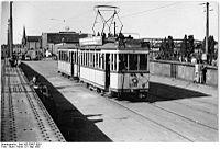 Bundesarchiv Bild 183-30807-0001, Berlin, Treskowbrücke, Straßenbahn.jpg