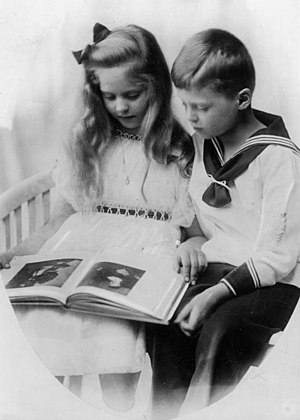 Saxe-Coburg and Gotha - The children of the Duke of Saxe-Coburg and Gotha in 1917: Princess Sibylle and Prince Hubertus