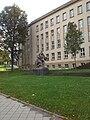 Bundessozialgericht Statue links.jpg