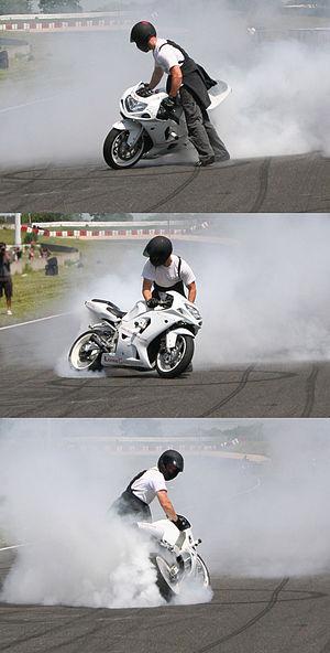 Burnout (vehicle) - Stopped Burn, Stunt Bike Show, 17 June 2007, Circuit Carole, France