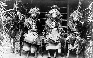 Komering language Komering is a Malayo-Polynesian language spoken in Indonesia, in the southern part of Sumatra