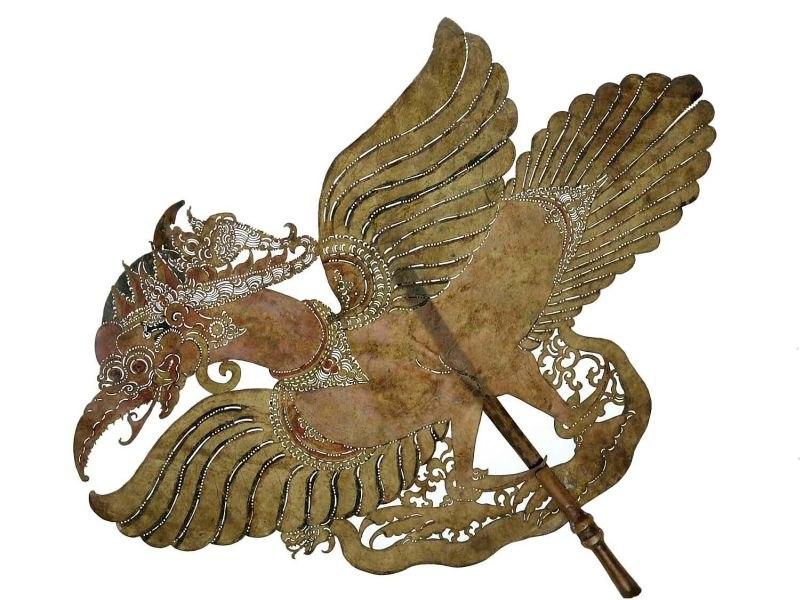 COLLECTIE TROPENMUSEUM Wajangfiguur van karbouwenhuid de mythische vogel Garuda voorstellend TMnr 1772-697