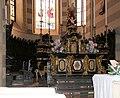 Casale monferrato, duomo, interno, altare maggiore in marmi policromi del xviii secolo.jpg
