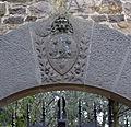 Castello di vincigliata, ingresso, stemma.JPG
