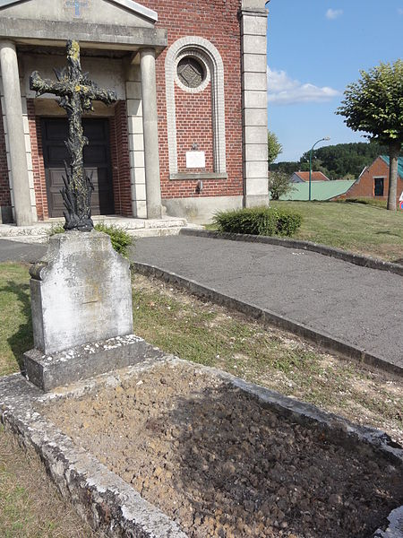 Castres (Aisne) croix tombes allemandes collectives guerre 1870-1871